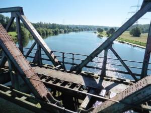 Blauer Himmer über der blauen Ruhr