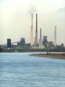 Hüttenwerkspanorama am Niederrhein