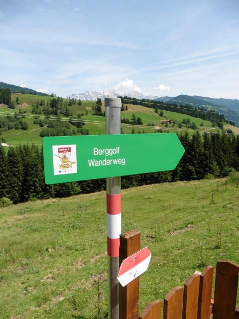 Diesen Schildern folgt man zum Bergbauerngolf