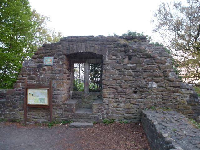 """Seitenblick """"Ruine Isenburg"""" - Archivbild -"""