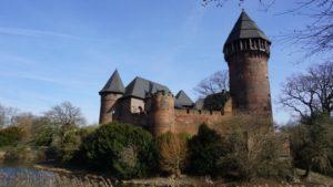 Burg Linn an Start und Ziel in Krefeld